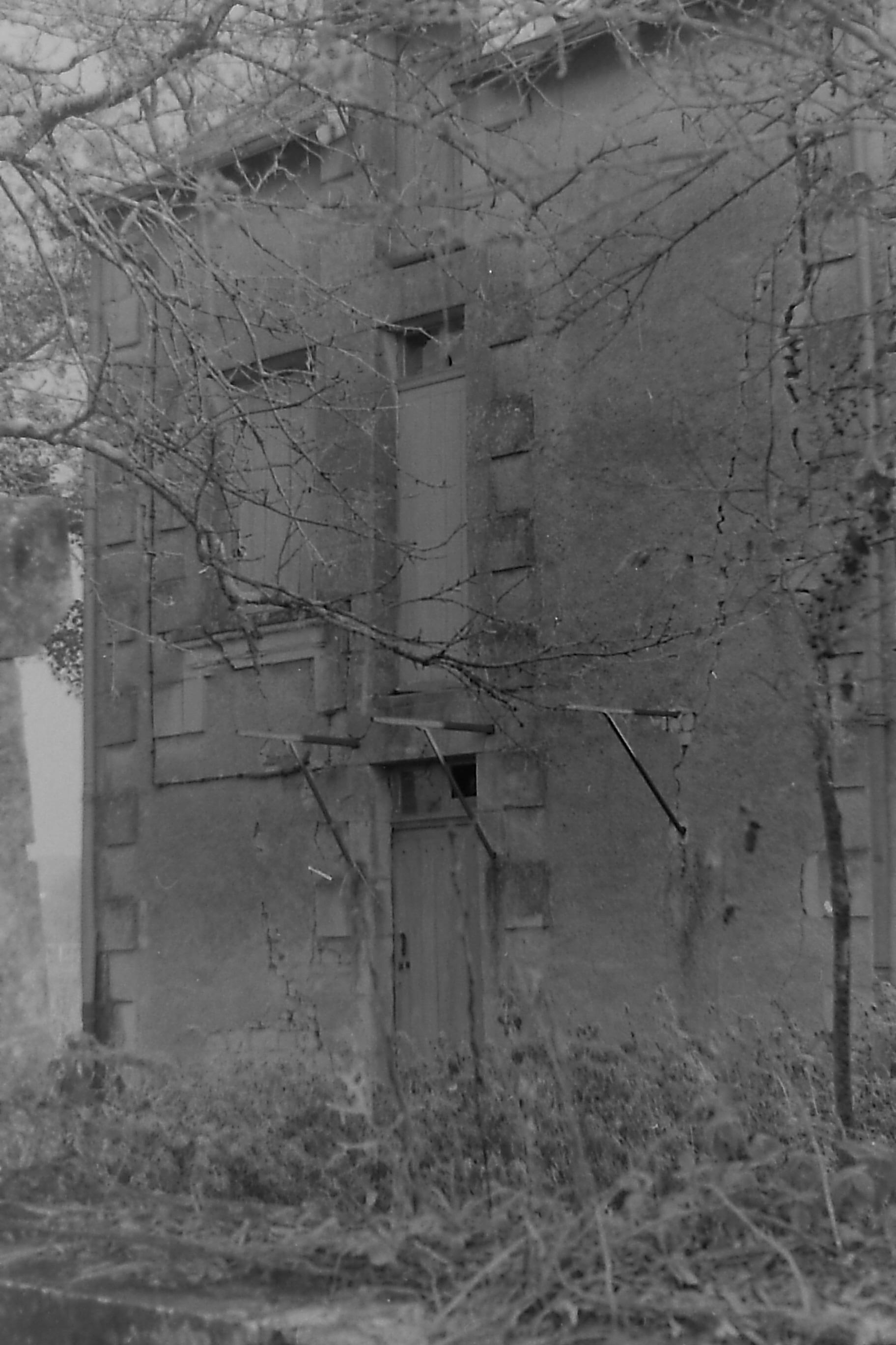 Vue de la maison du passeur prise en photo après la crue de 1996 par Jacques Sibileau