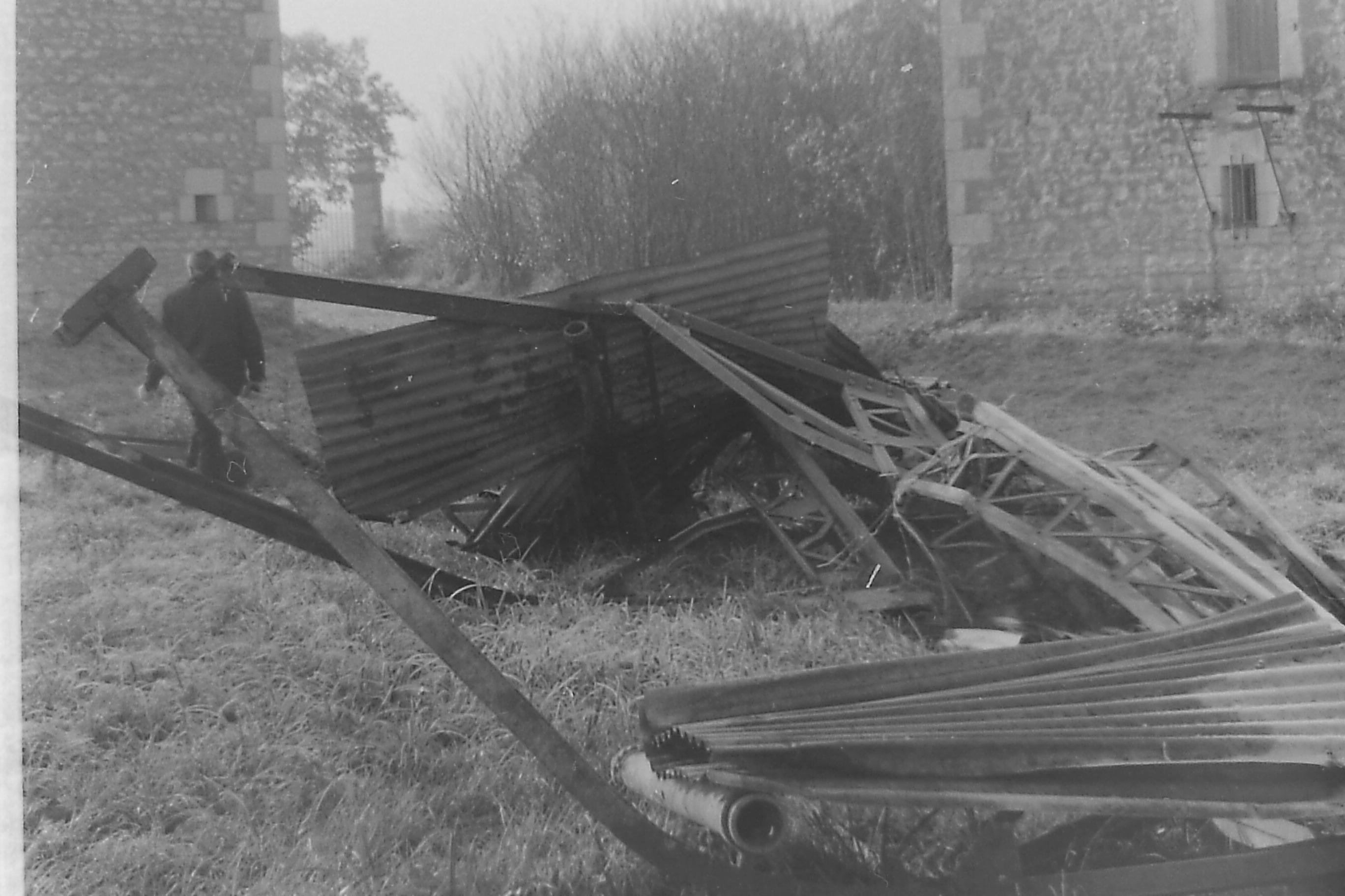 Au pied de la maison du passeur, les décombres du lavoir emporté par la crue de 1996